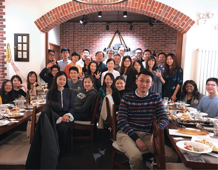 A large group of alumni gathered at a Beijing restaurant