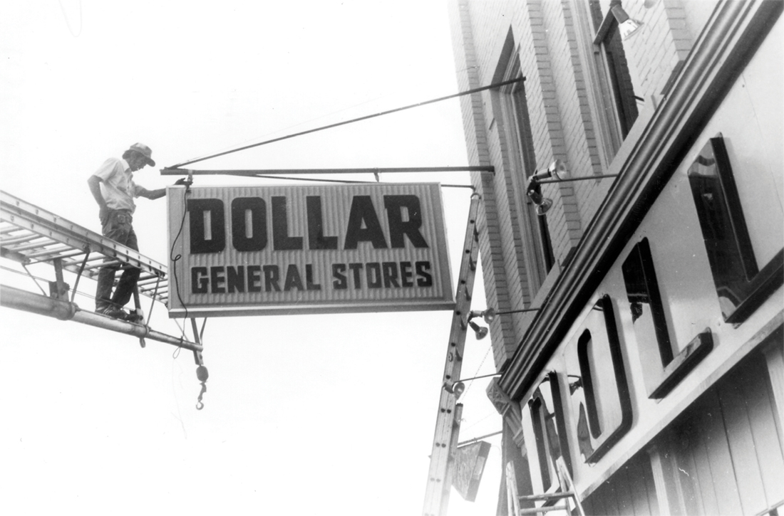 photo of Dollar General sign installation