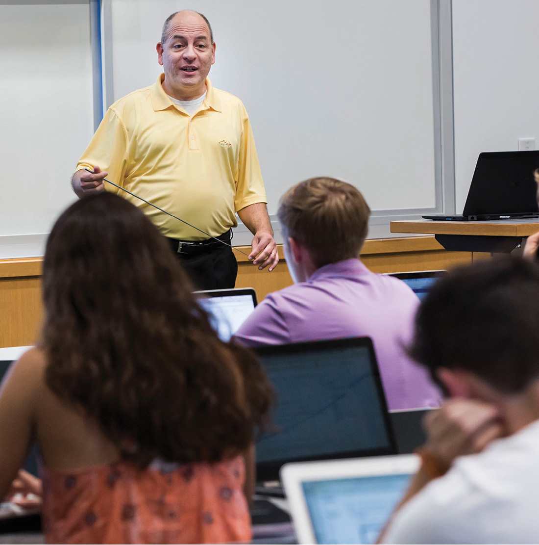 Michael Lapré, the E. Bronson Ingram Research Professor of Operations Management, teaches his Managing Operations course in the Owen Graduate School of Management. Lapré is among the faculty members teaching courses for Vanderbilt's new business minor. (SUSAN URMY)