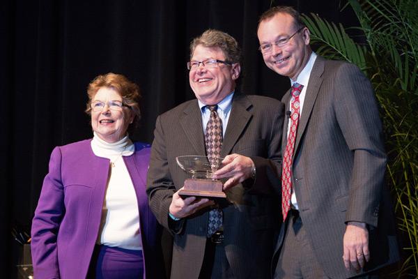 Gordon receives Credo award