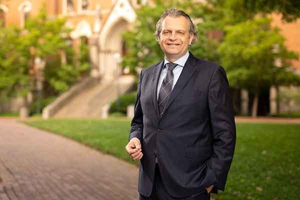 Vanderbilt Chancellor Diermeier recognizes VUSN faculty, staff and students on Nurses Day
