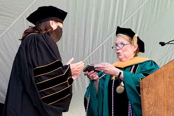 DNP graduate Rebecca Silver accepts the VUSN Founder's Medel from Dean Linda Norman