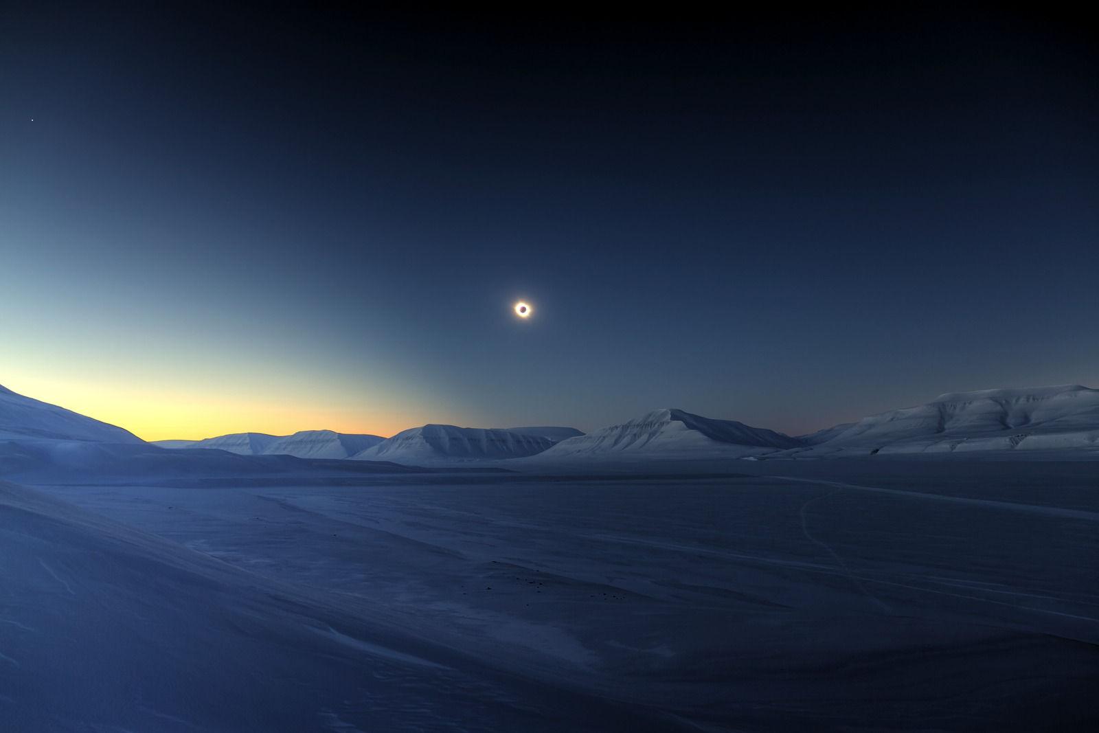 eclipse-totality-sassendalen-jamet